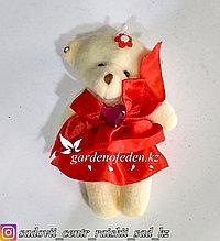 Букетные игрушки - мишки в красном платье.