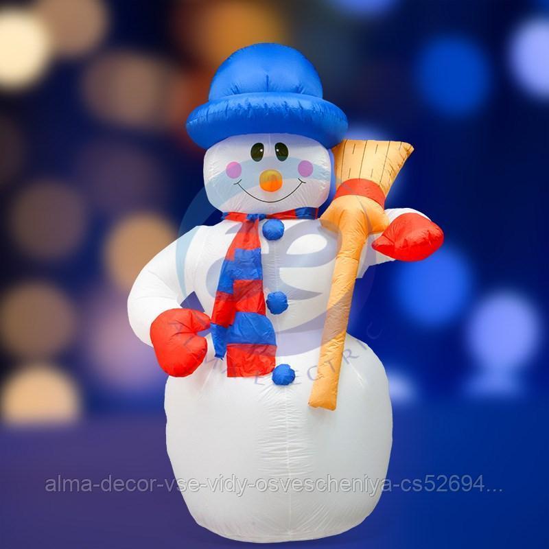 """3D фигура надувная """"Снеговик с метлой"""", размер 240 см, внутренняя подсветка 5 ламп, компрессор с адаптером"""