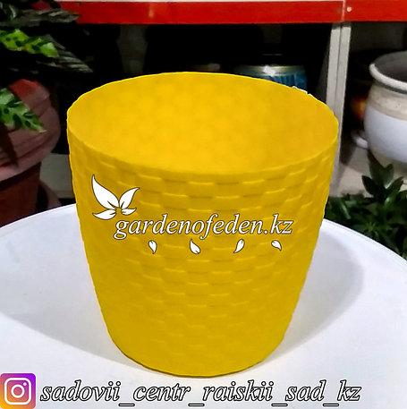 """Пластиковое кашпо """"Ротанг"""". Цвет: Желтый. Объем: 1л, фото 2"""