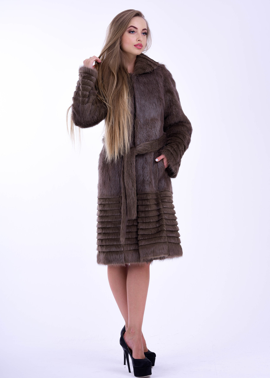 Светло коричневая зимняя шуба из натурального меха нутрии - фото 3