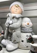 Снеговик с мальчиком