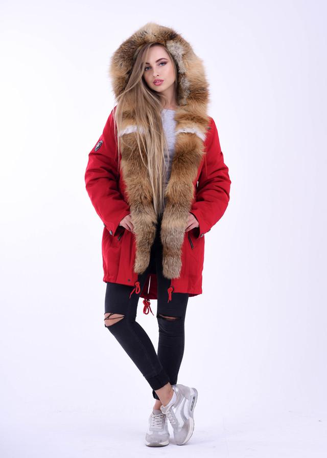 Красная женская парка с мехом рыжей лисы