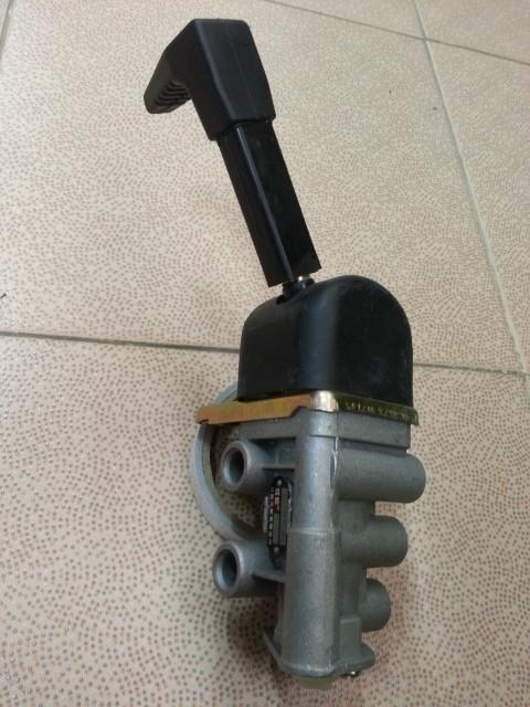Клапан воздушный стояночного тормоза NORD BENZ (3 отверстия)