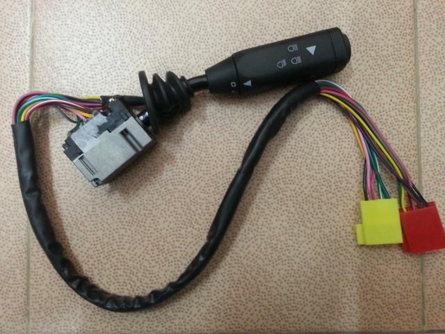 Переключатель подрулевой WG9918580015 HOWO A7