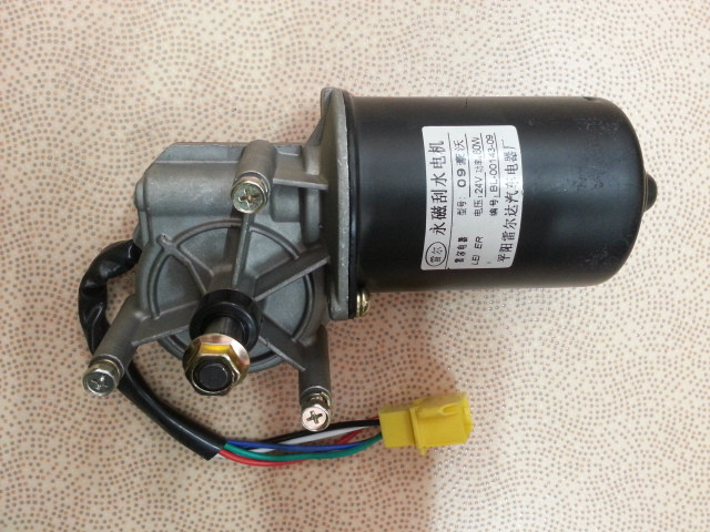 Моторчик стеклоочистителя HOWO A7 WG1661740022/1