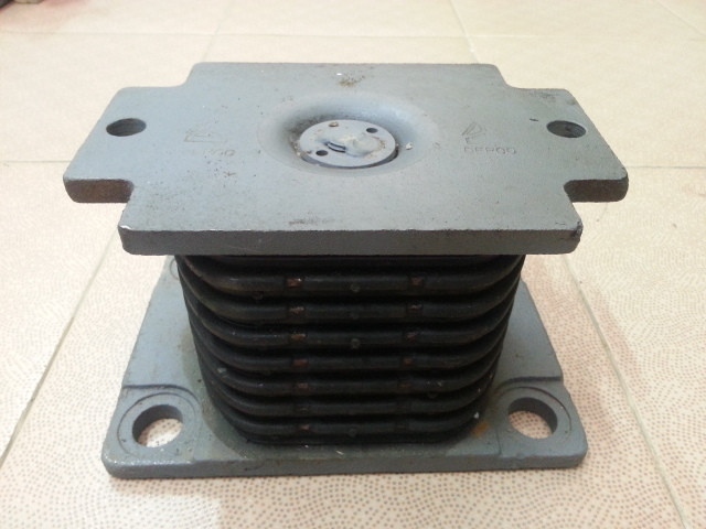 Подушка рессоры задняя Shaanxi AZ9725520276 (2 отверст.)