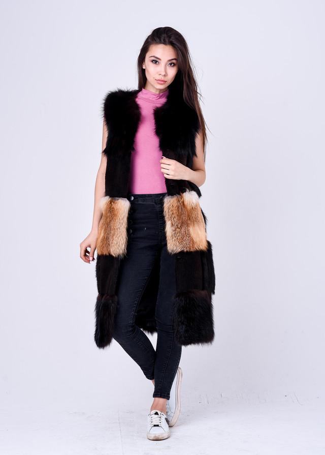 Длинная женская жилетка с накладными карманами