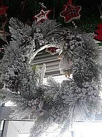 Венок праздничный из искусственных веток
