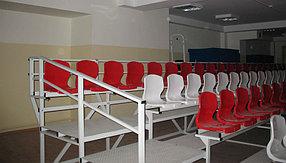 Пластиковые кресла для трибун с высокой спинкой