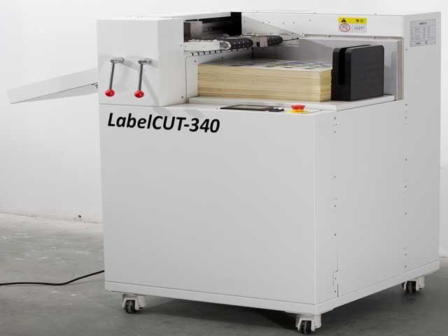 LabelCUT-340 - автоматический плоттер для вырубки этикетки