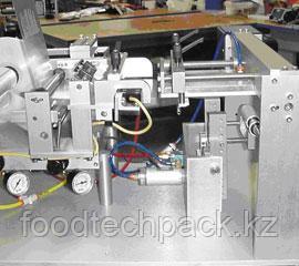 Полуавтоматическое оборудование для нанесения  самоклеящихся этикеток на конические контейнеры