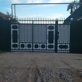 Ворота решетчатые сварные, закрытые оцинкованным профлистом.