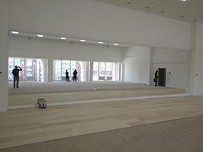 Установка зеркала в хореографическом зале  2