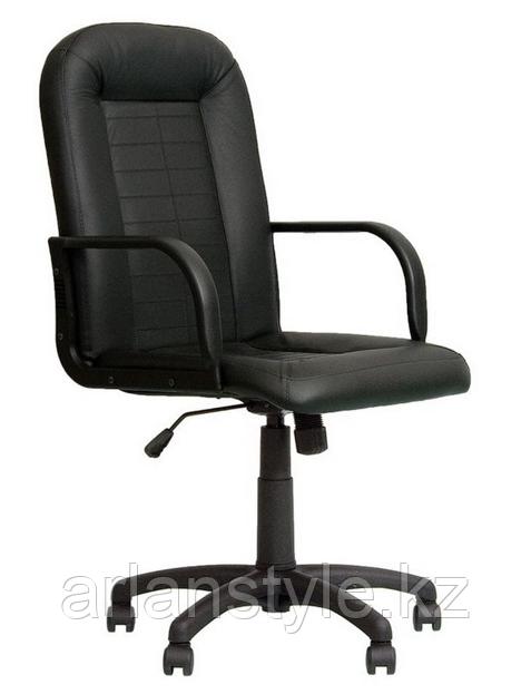 Офисное кресло для руководителя Mustang Eco