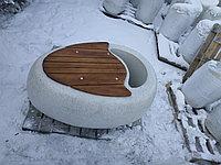 """Вазон-скамья """"Astana 1"""" из мраморного композитного камня с деревянным настилом."""