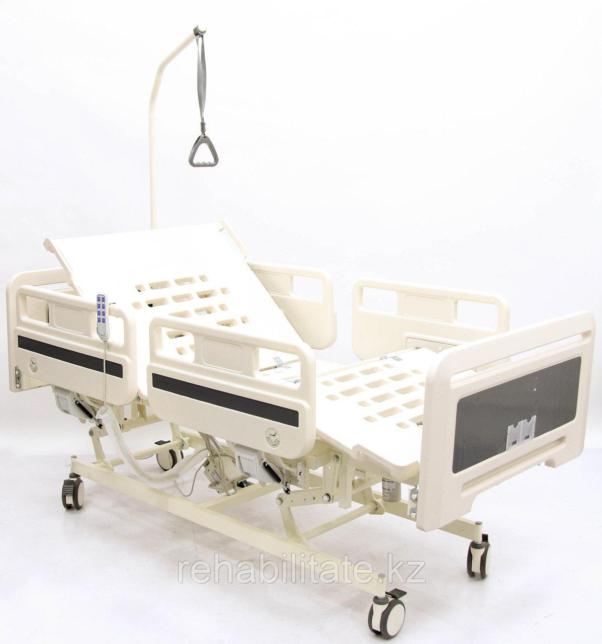 Кровать функциональная с электроприводными регулировками пластикового ложа и боковых ограждений