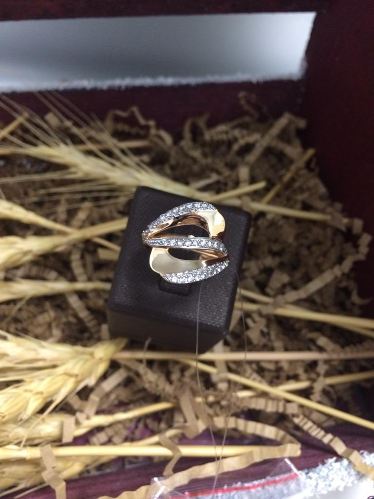 Кольцо золотое с фианитом / размер 17