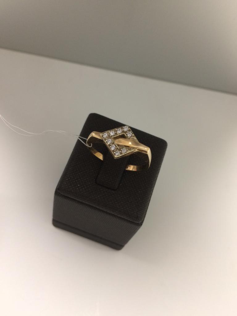 Кольцо золотое / фианиты / 18 размер