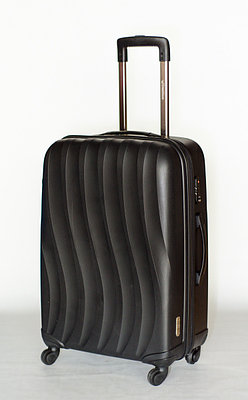 """Пластиковый чемодан """" Bubule"""" черный среднего размера"""