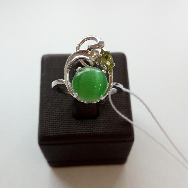 Кольцо с зеленым кошачьим глазом