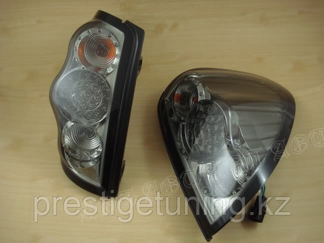 Задние фонари Mitsubishi L200 2005-15