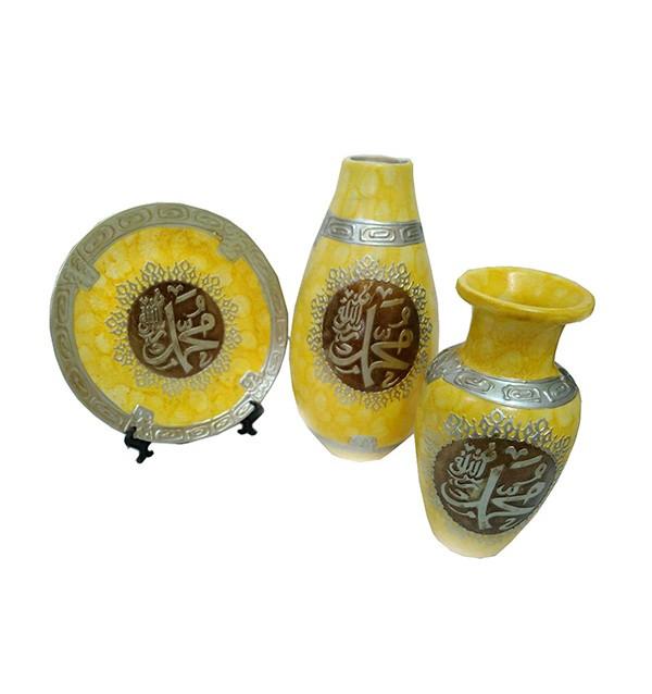 Набор ваз с арабской вязью