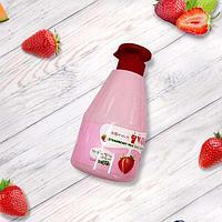 Гель для душа Земляничное Молочко Welcos Kwailnara Strawberry Milk Body Cleanser