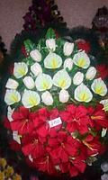 Венок траурный ритуальный из искуственных цветов и ткани венок большой