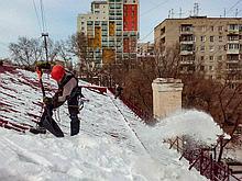 Чистка крыш от снега и сосулек