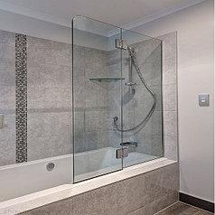 Стеклянные шторки на ванну
