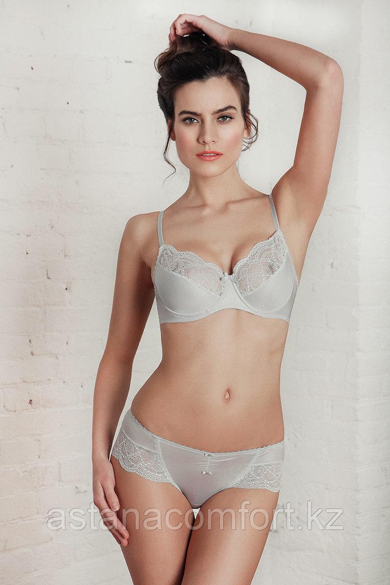 Женское нижнее белье с мягкой чашкой.