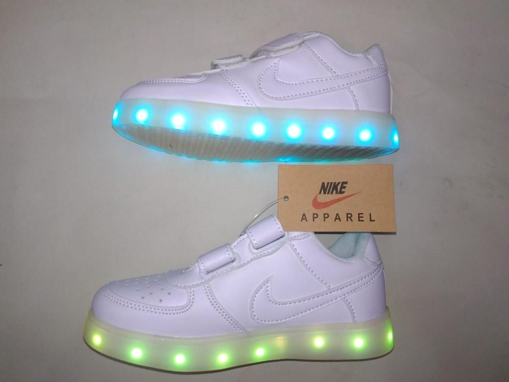 Белые светящиеся кроссовки NIKE - фото 4