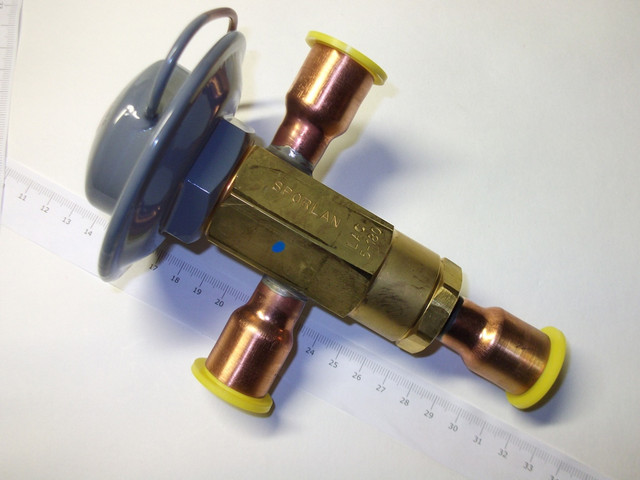 Регулятор давления конденсации