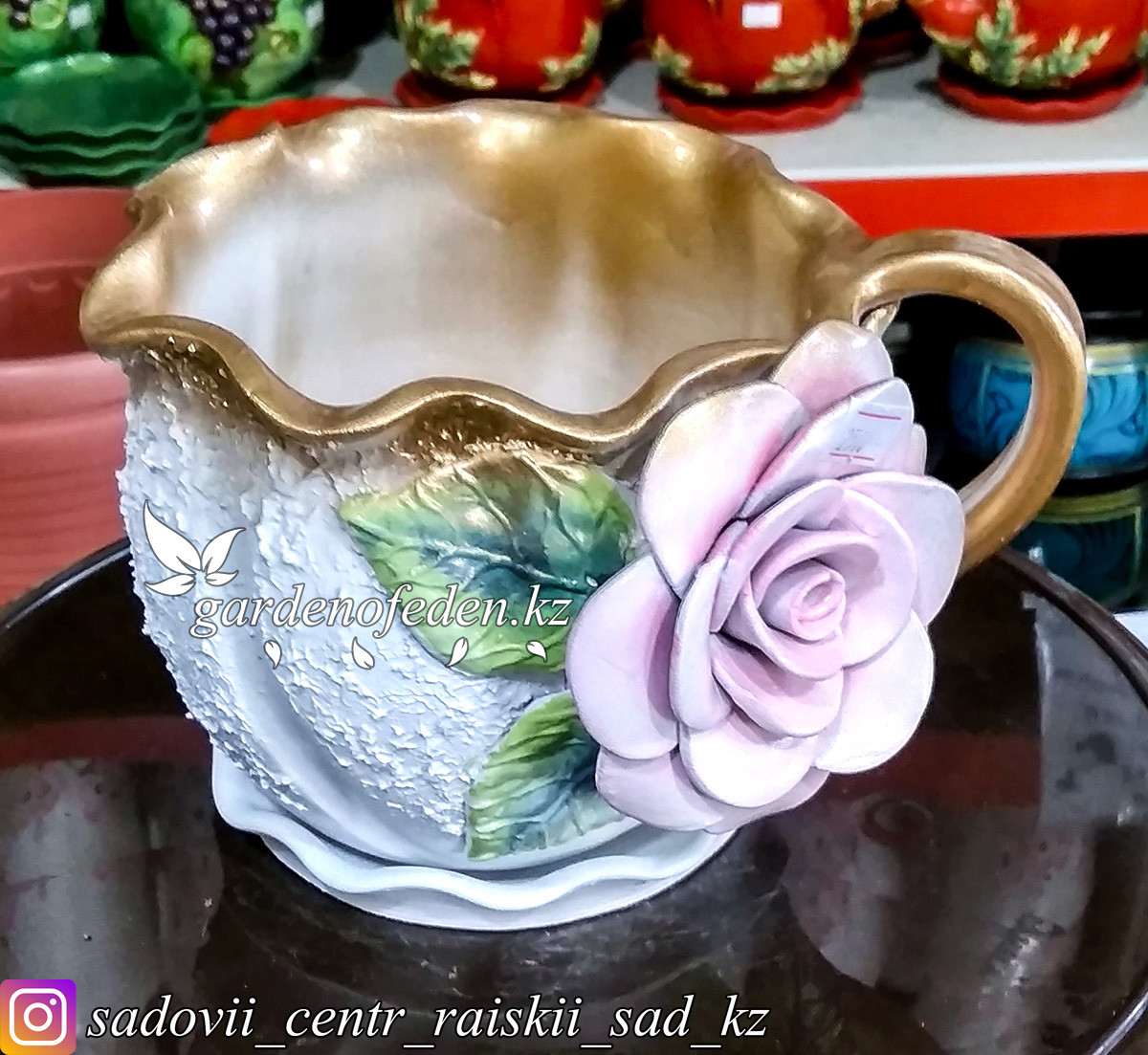 Горшок керамический, декоративный (чашка). Объем: 0.5л. Цвет: Белый с золотом, узор-роза.