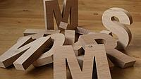 Наиболее яркие плюсы и минусы имитации объемных букв