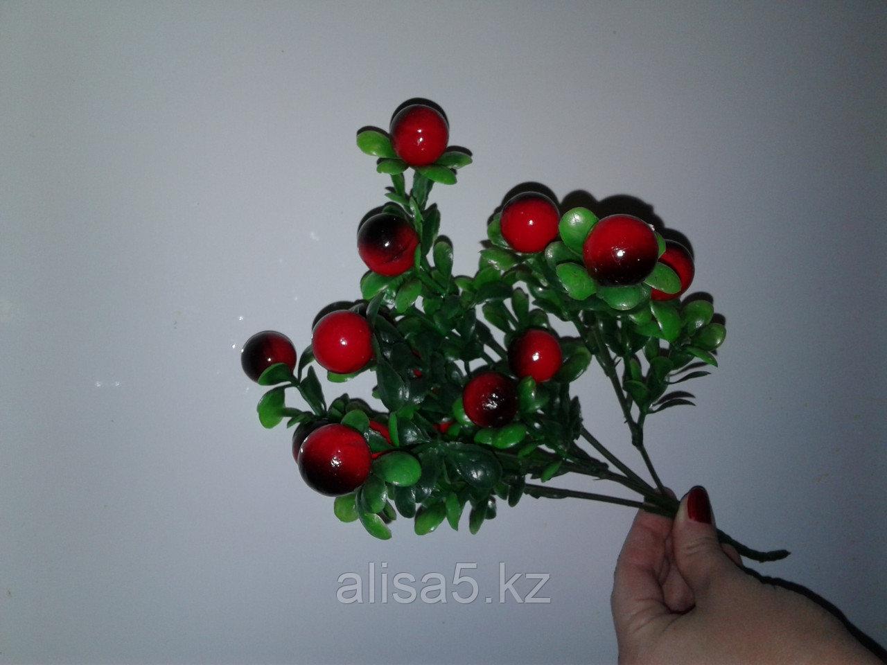 Веточка с ягодами крупные красн, шт.