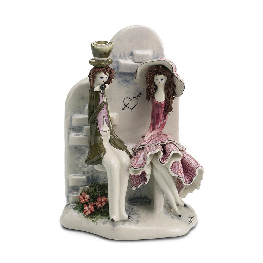 Статуэтка Свидание у фонтана. Италия, ручная работа, керамика.