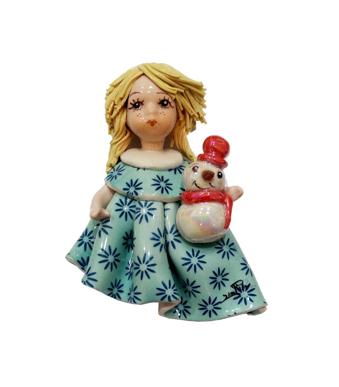Магнит Девочка со снеговиком. Италия, ручная работа, керамика