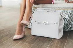 Почему сумку нежелательно ставить на пол?