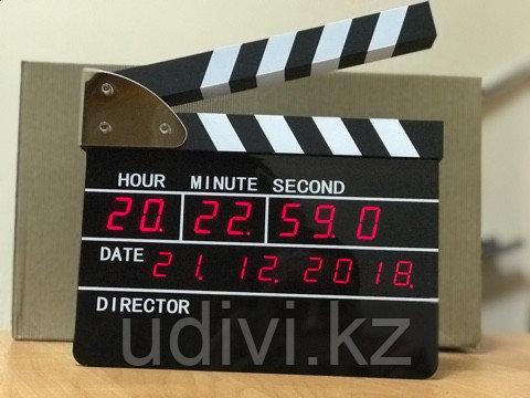 Электронные настольные часы Кино Хлопушка