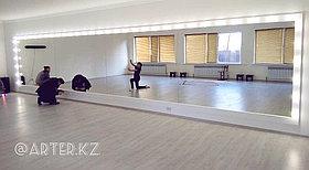 Зеркало с лампами в танцевальный зал
