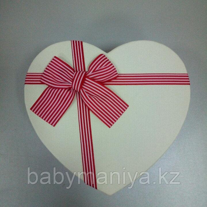 Подарочные коробочки в форме сердца 15*13 см