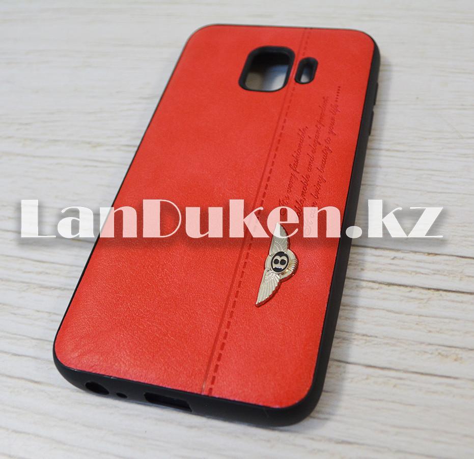 Чехол на Samsung J2 Core (Samsung Galaxy J2 Core) кожзам красный принт бентли - фото 3