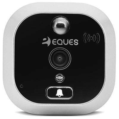 Внешний модуль с камерой оснащен всеми необходимыми датчиками и сенсорами и даже имеет собственную кнопку дверного звонка