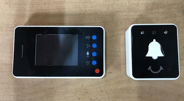 Модель SE-UE281 может выполнять функции беспроводного видеоглазка, дверного звонка и видеодомофона