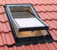 Мансардное окно 78х118 Fakro FTS-V U2 с окладом EZV для металлочерепицы