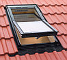 Мансардное окно 78х160 Fakro FTS-V U2 с окладом EZV для металлочерепицы