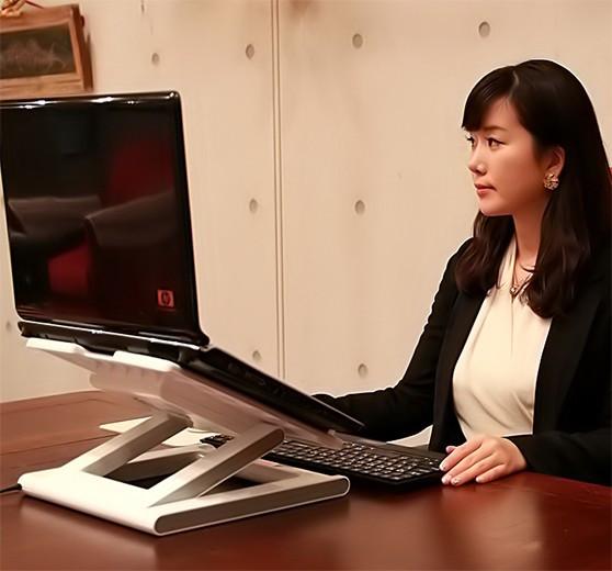 """Подставка """"SmartBird NBS-07WH"""" сделает работу на ноутбуке максимально удобной и комфортной"""