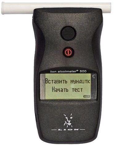 Алкотестер снабжен информативным ЖК-индикатором и русскоязычным меню