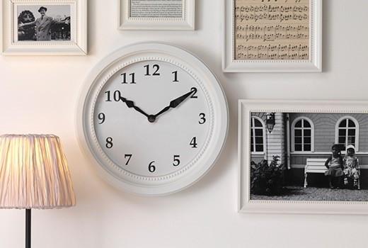 Часы настенные и настольные.